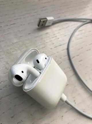 airpod-charging